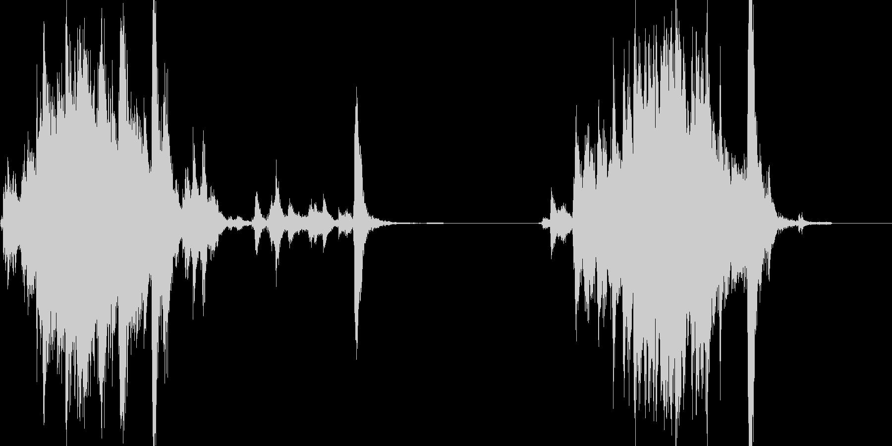 シャッターをガラガラッと閉めて、開ける音の未再生の波形