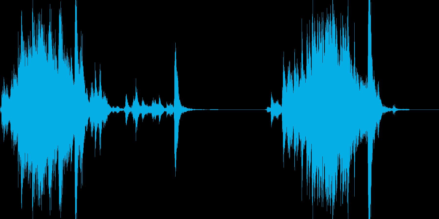 シャッターをガラガラッと閉めて、開ける音の再生済みの波形