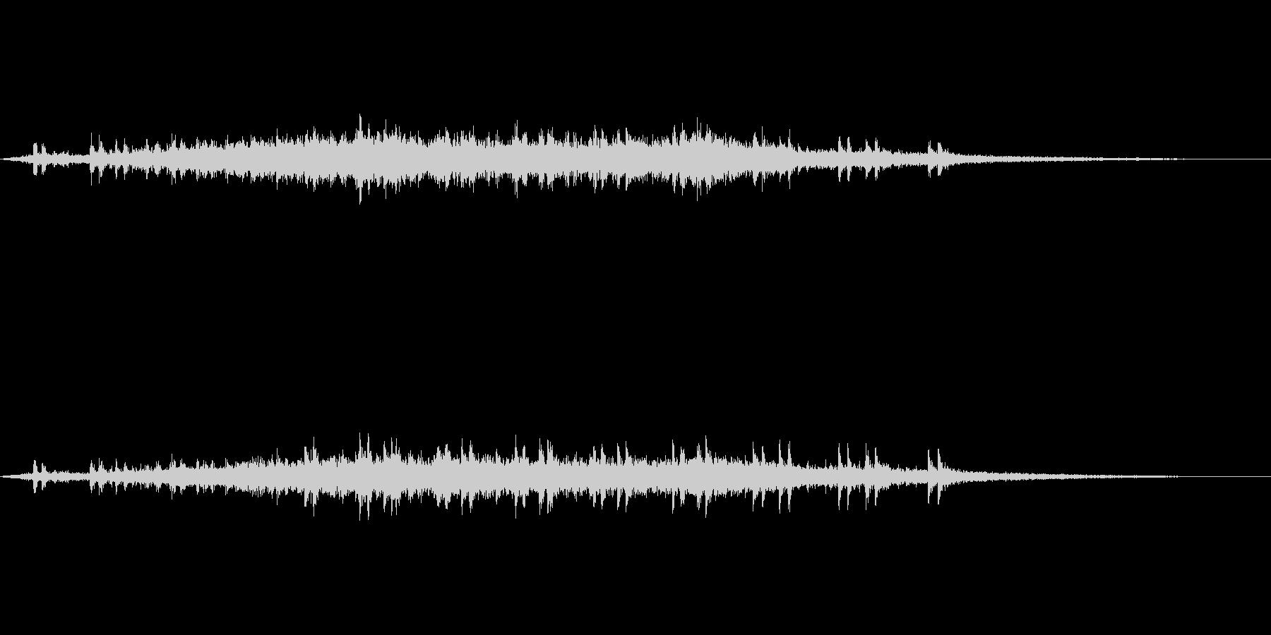 【環境音】電車の通過01の未再生の波形