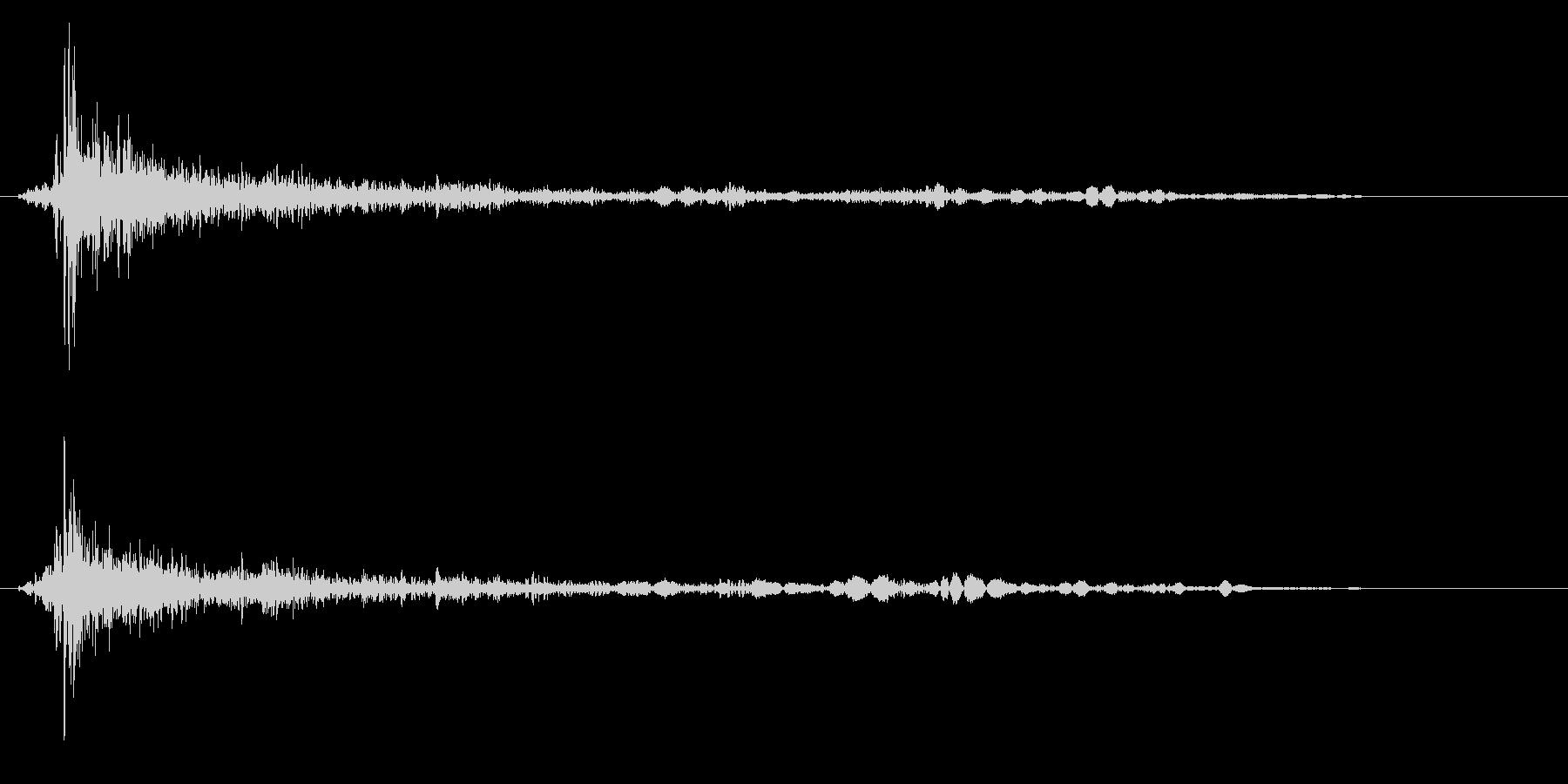バーン(金属を叩く音)の未再生の波形