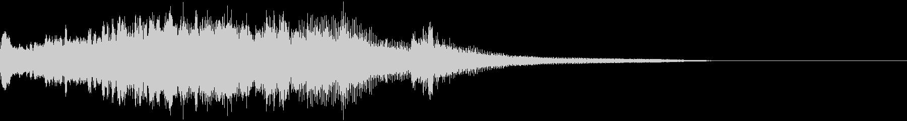 オープニング感、タイトルロゴ、ピアノの未再生の波形