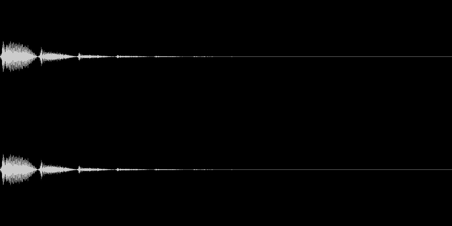 シンプルにディレイのかかったホラー系SEの未再生の波形