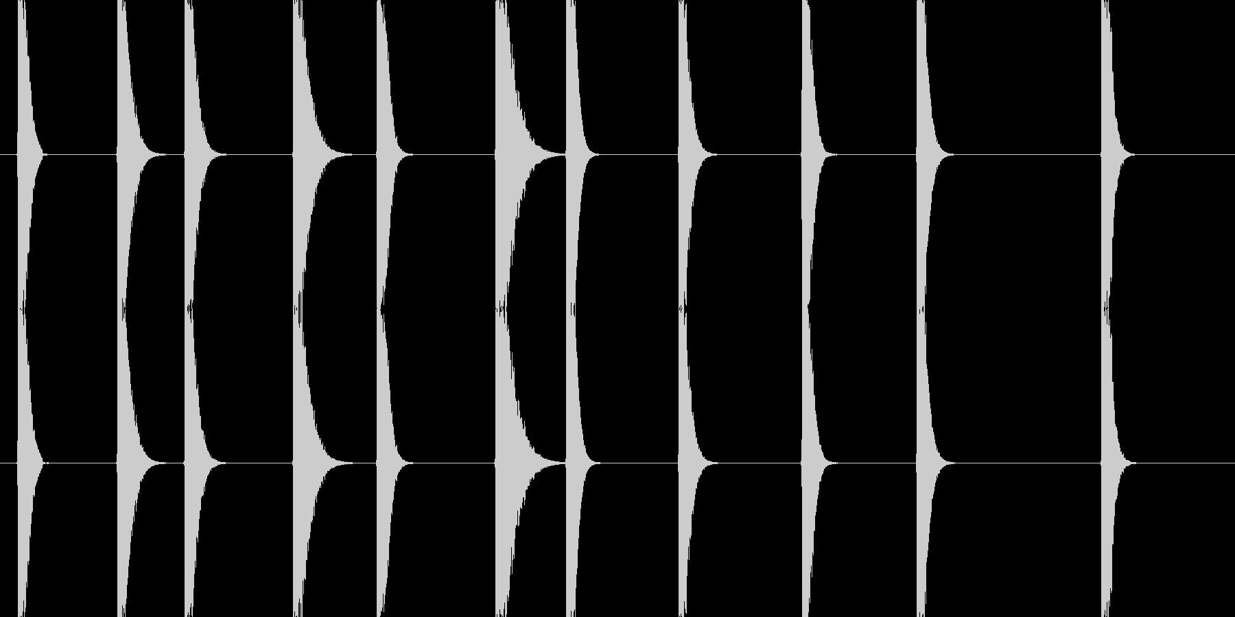 金属と金属がぶつかる音(西洋剣を想定)…の未再生の波形