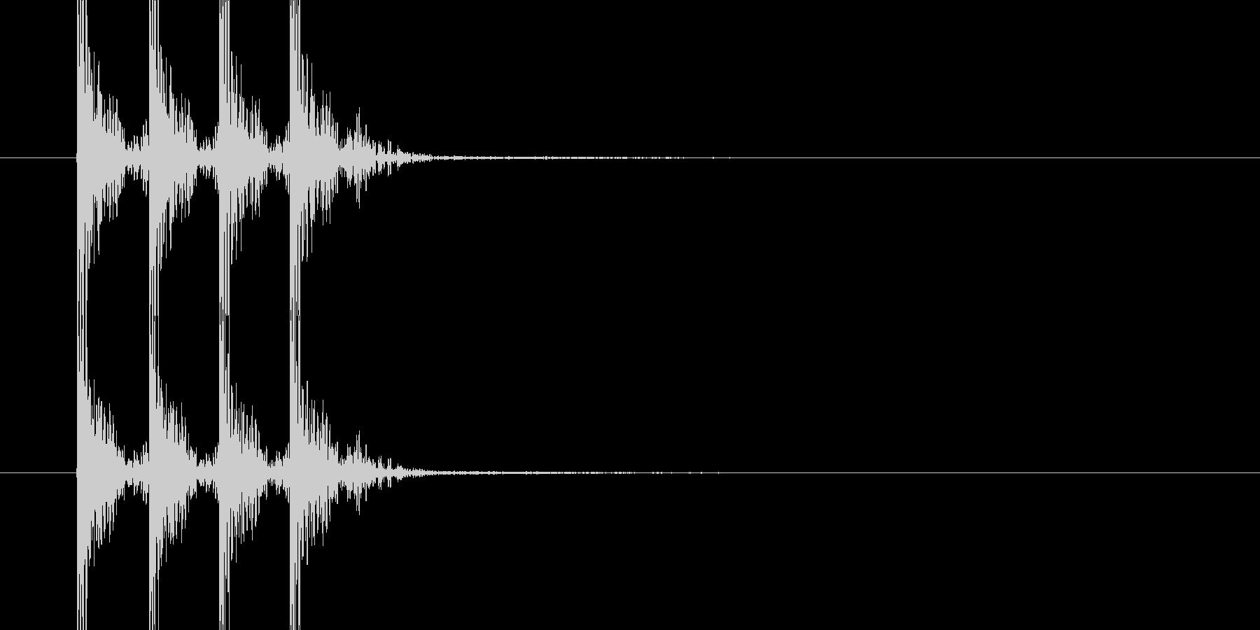 どんどんどん(薄い木のドアを叩く音)の未再生の波形