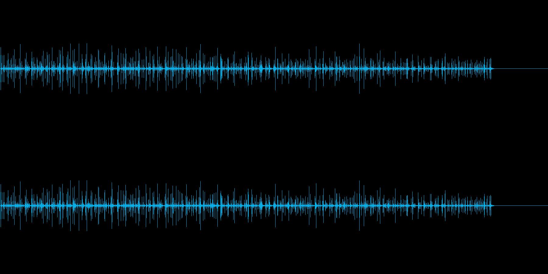リバーブ、ブーツのリノリウムで足音...の再生済みの波形