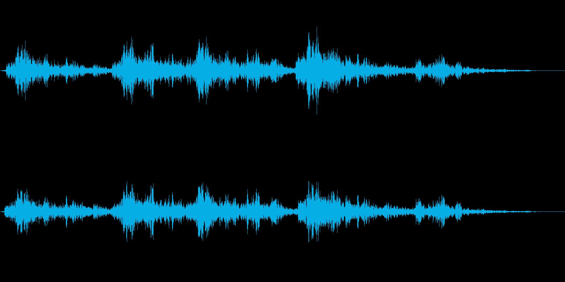 ドカーン(遠くで爆発している音)の再生済みの波形
