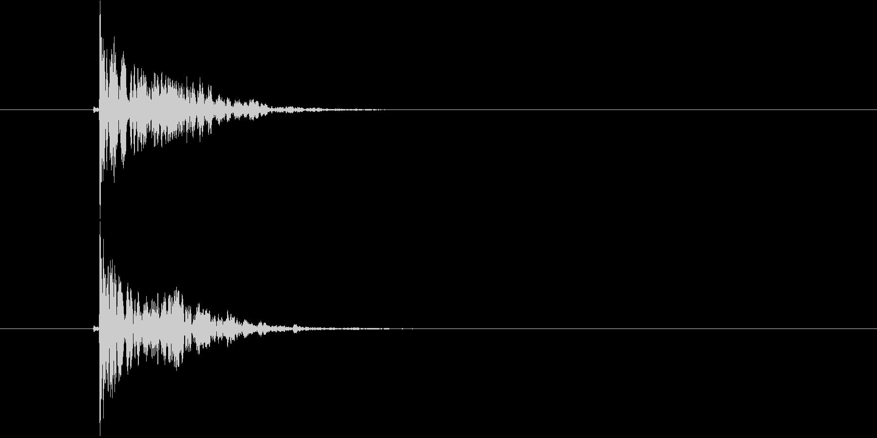 スコーン(板に固いものがぶつかった音)の未再生の波形