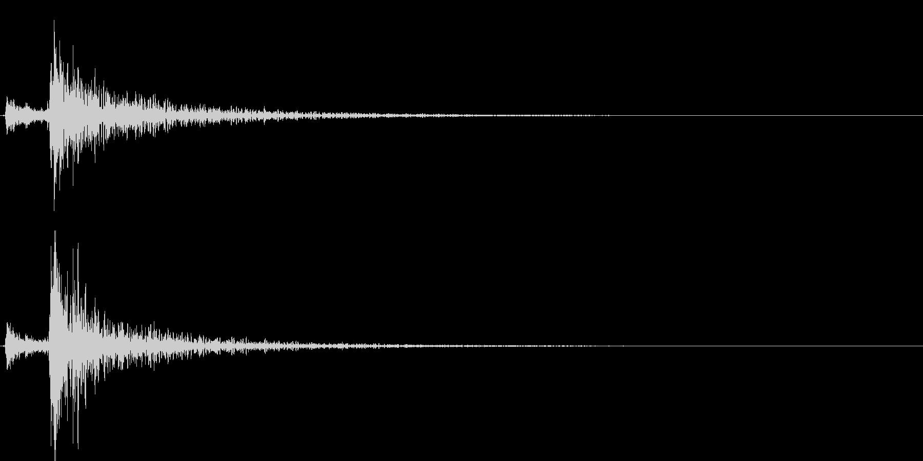 鉄製の扉が閉じる音-1の未再生の波形