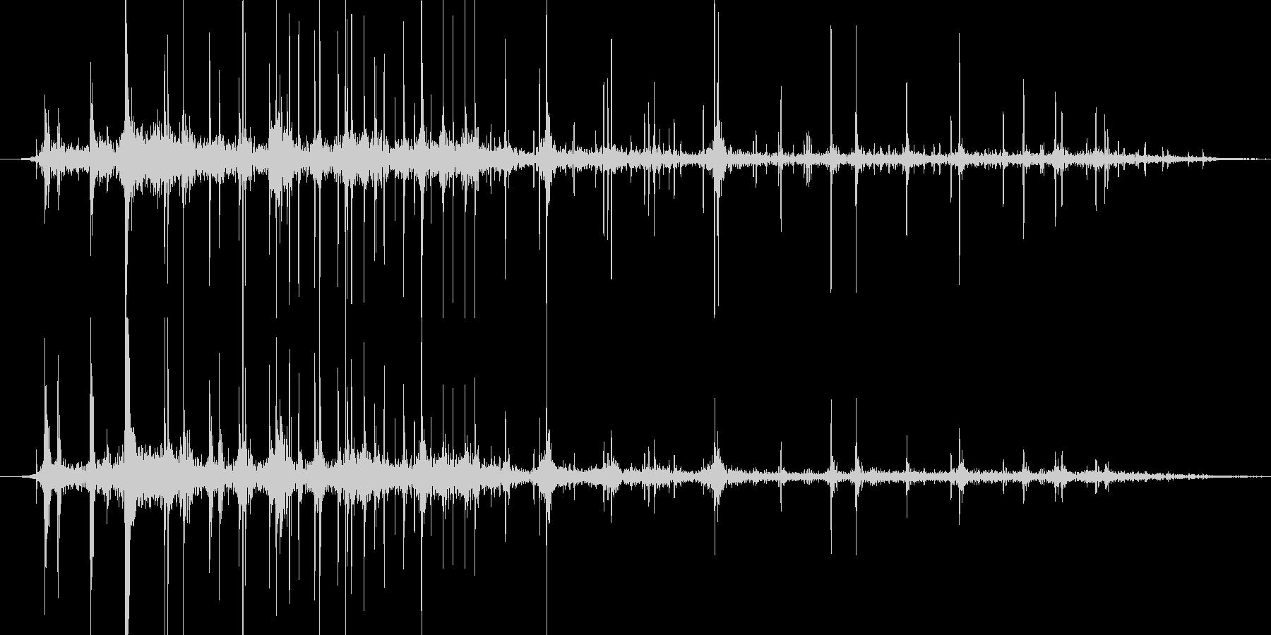複数のさいころが転がる音ですの未再生の波形