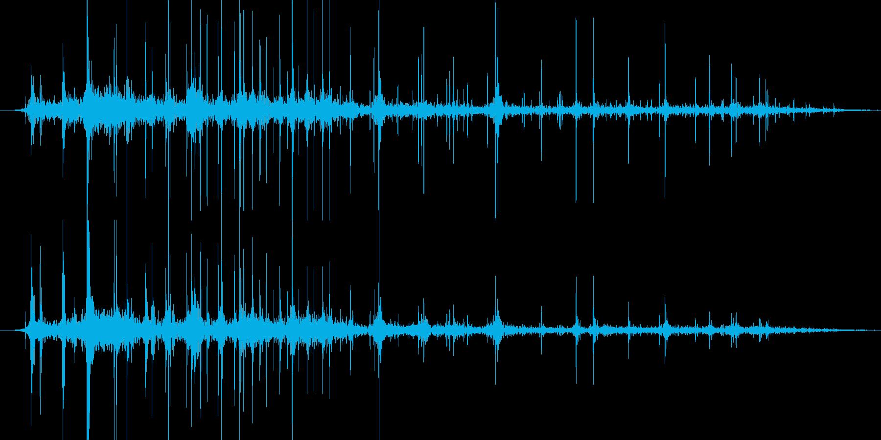 複数のさいころが転がる音ですの再生済みの波形