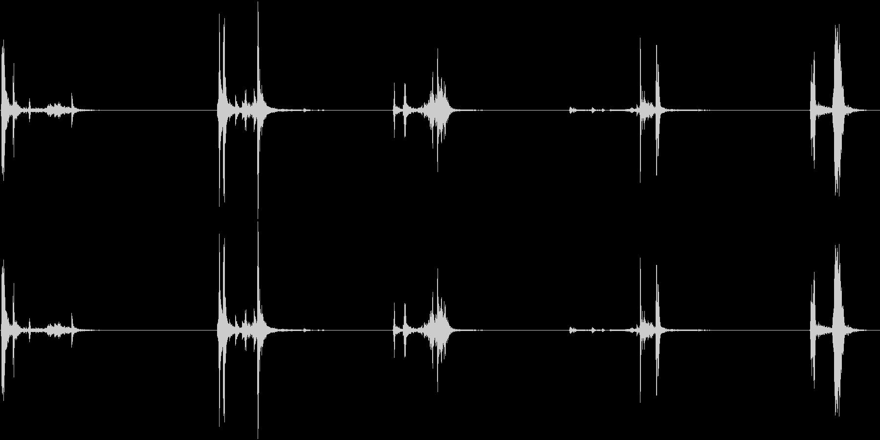 キュッキュッ(小さめの水筒を閉める音)2の未再生の波形