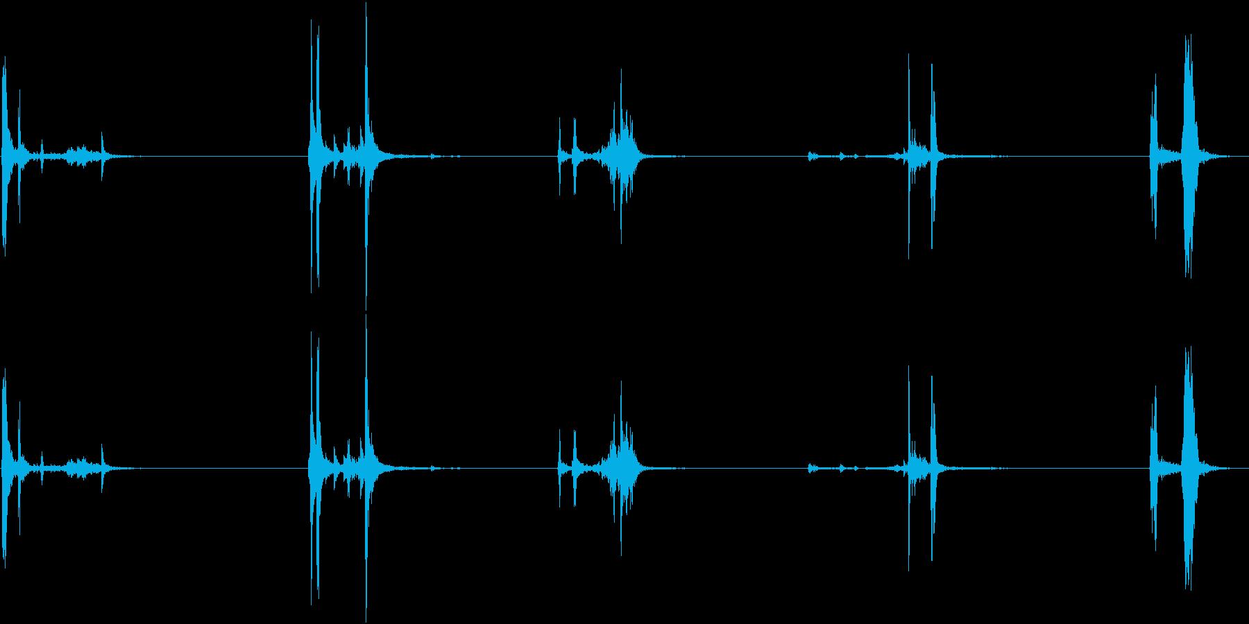 キュッキュッ(小さめの水筒を閉める音)2の再生済みの波形