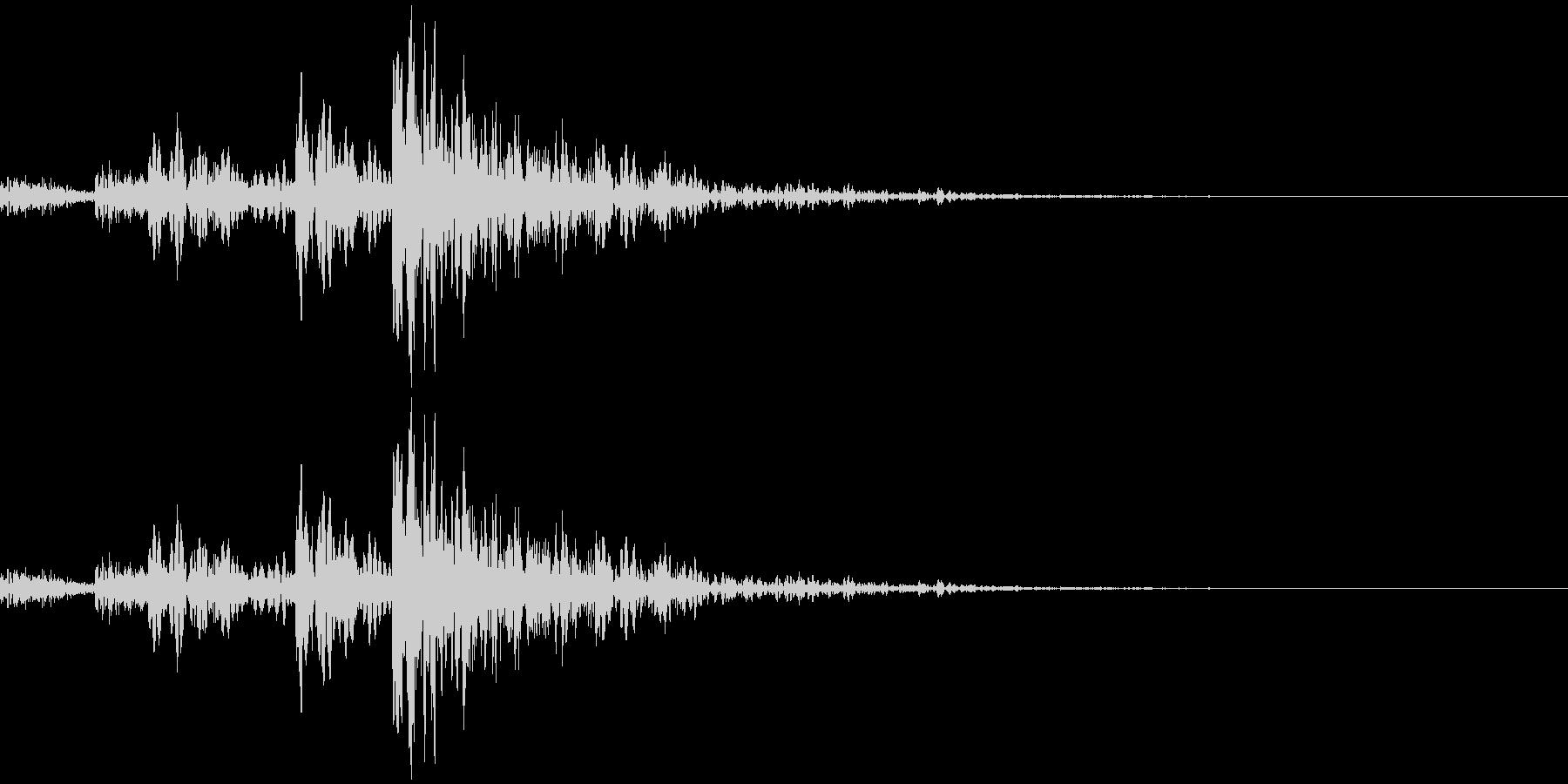 マーチングドラム風のアクセントです。場…の未再生の波形