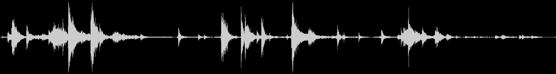 カチャカチャ(金属片を束ねる音)の未再生の波形