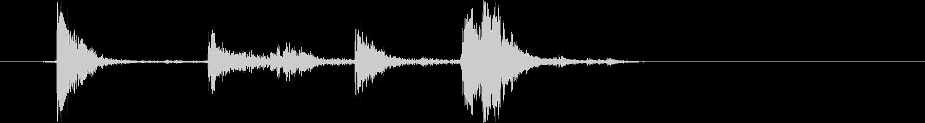 カチャン(お皿を積み重ねる音)Cの未再生の波形
