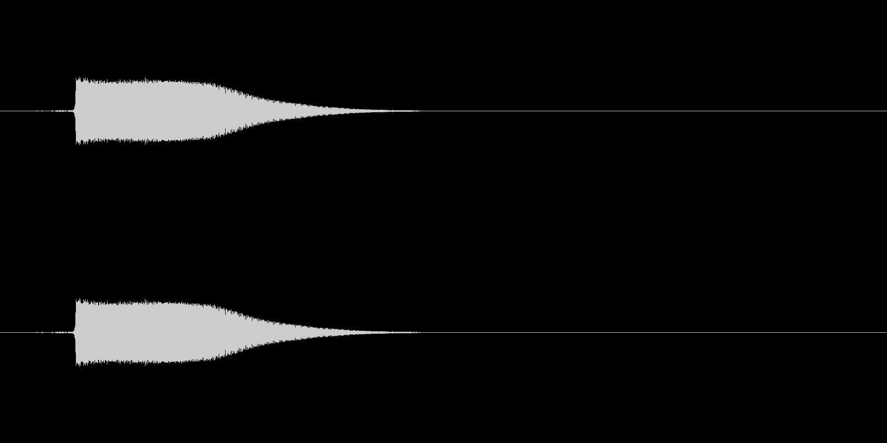キィン(金属と金属を叩きつけたような音)の未再生の波形