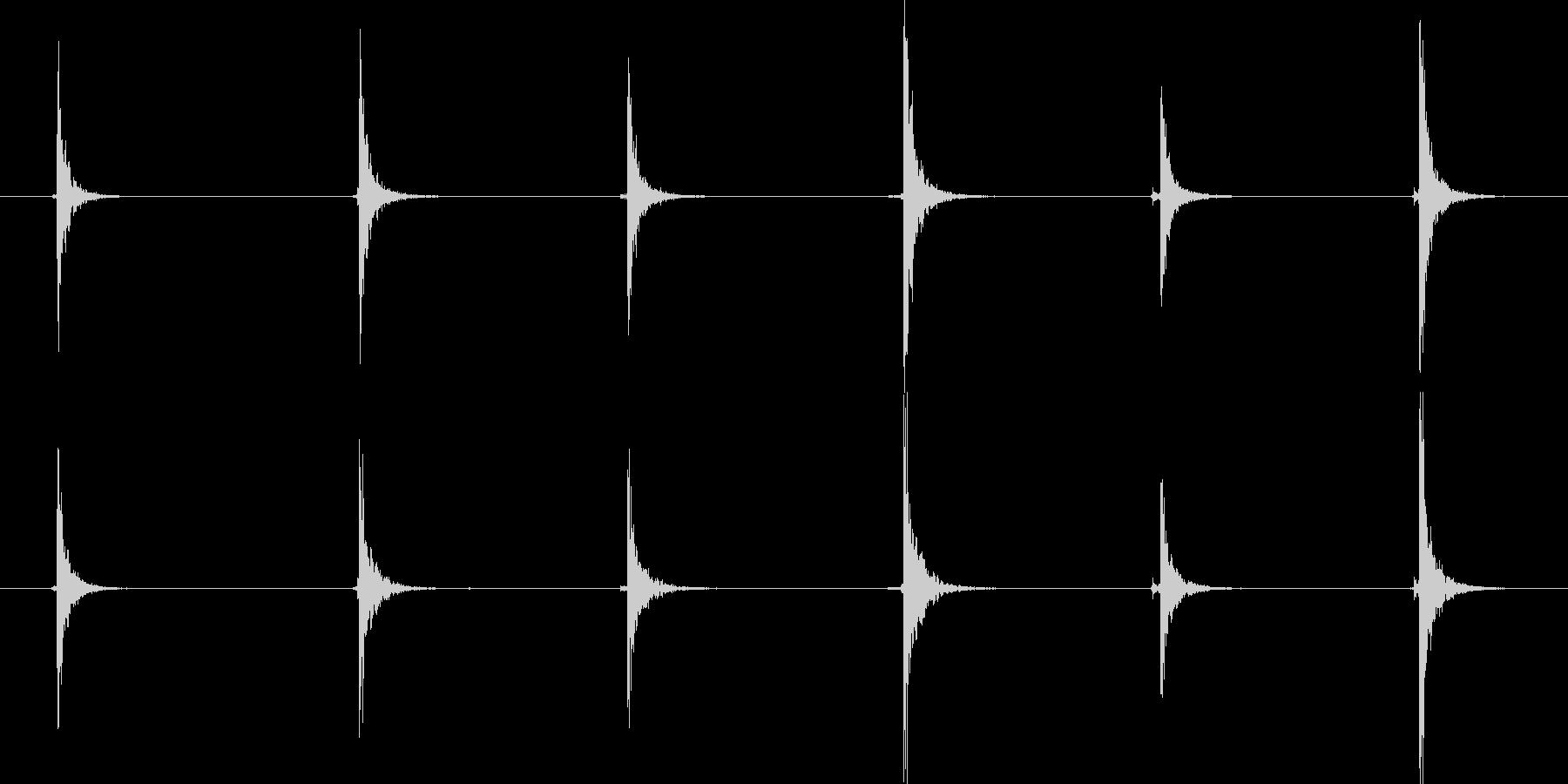 木のまな板の上でしいたけを切る音の未再生の波形