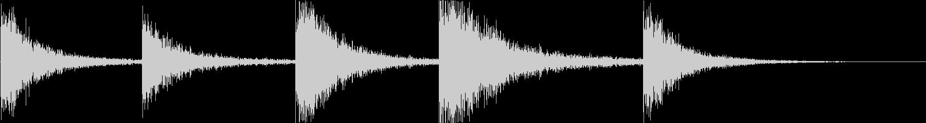 大型オイルタンク:一定の残響音のヒットの未再生の波形