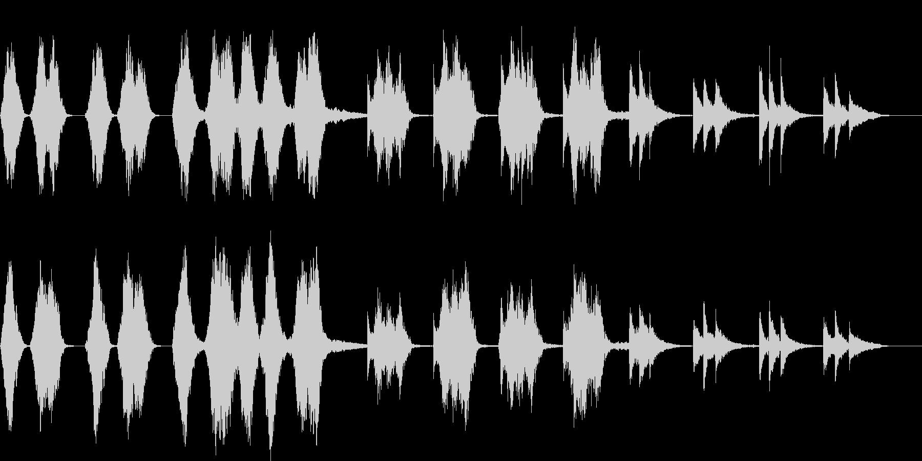 ストリングスとピアノの余韻ある楽曲の未再生の波形