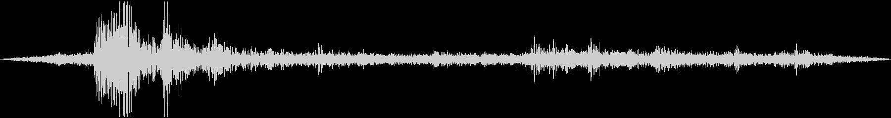 ゴロゴロ、ザーザーの未再生の波形