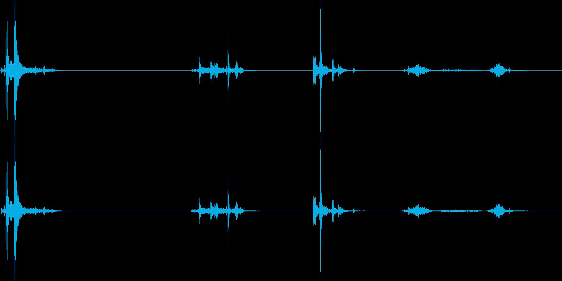 キュッキュッ(水筒の蓋を閉める音)2の再生済みの波形