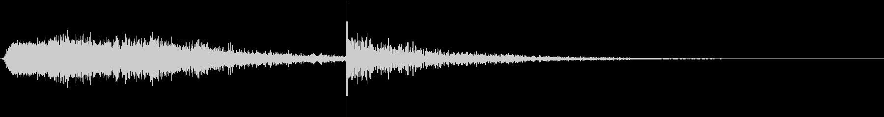 ギギギィードン(ドア軋み音)Aの未再生の波形