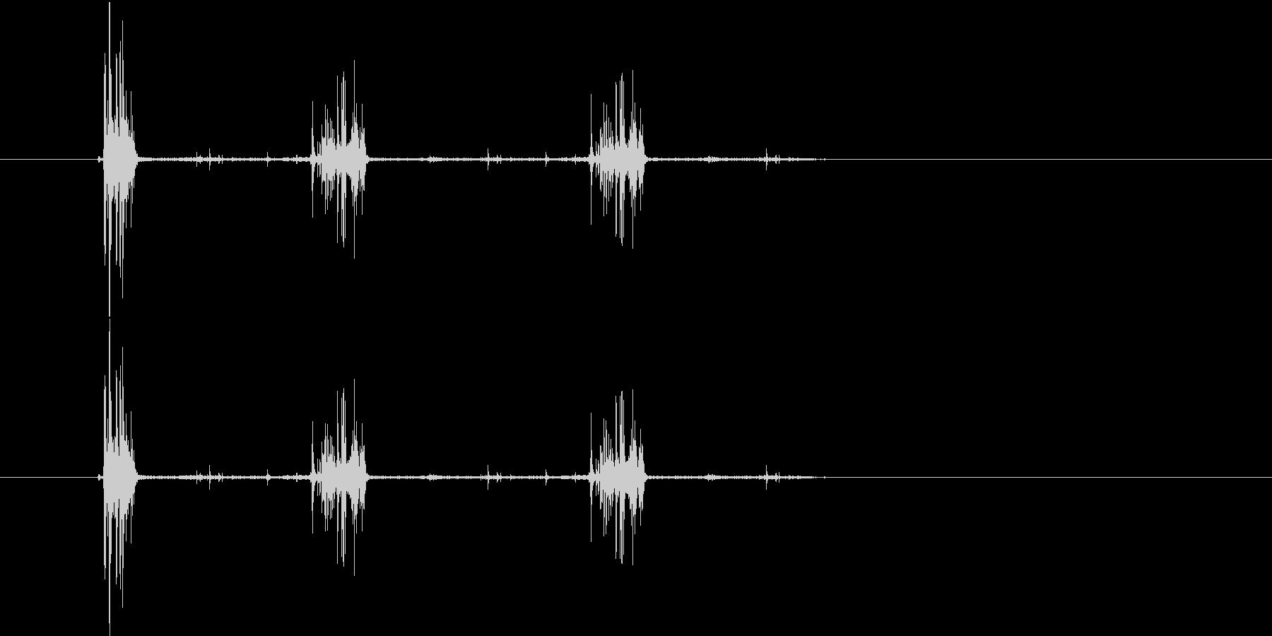 サクサクサク(食べるような音)の未再生の波形