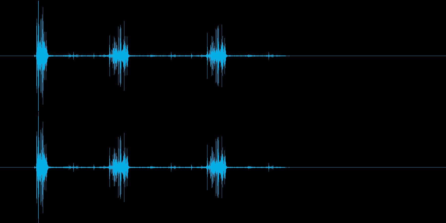 サクサクサク(食べるような音)の再生済みの波形
