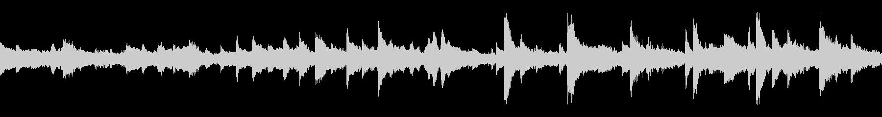 ピアノ、エスニックパーカッション、...の未再生の波形