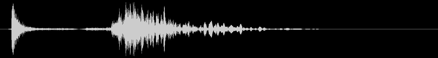 ロッカーの開け閉め音(カッ、バタン)の未再生の波形